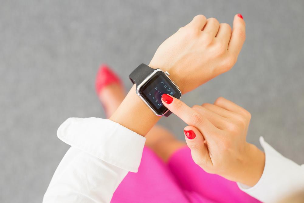 Hello watch : la 1ère application bancaire pour montre connectée