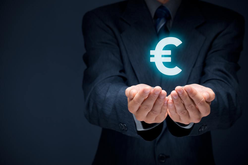 Comment une banque doit-elle faire connaître ses tarifs à ses clients?