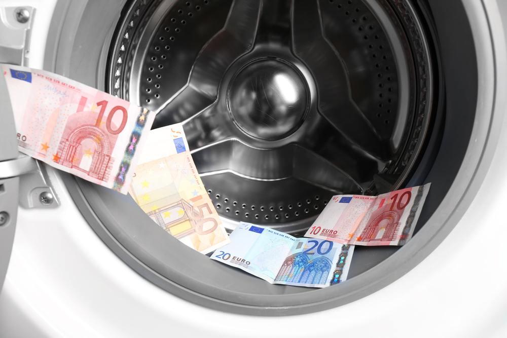 Lutte contre le blanchiment (LCBFT) : les droits des banques sur les comptes particuliers