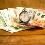 Quels sont les délais d'ouverture d'un compte bancaire en agence ou en ligne ?