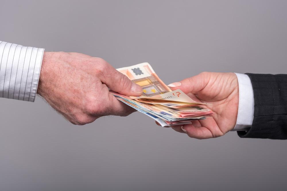 Combien coûtent les virements en agence