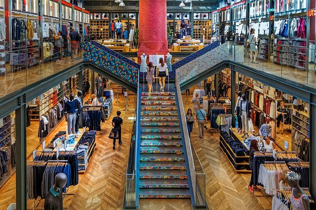 boutique-soldes-vêtement-magasin