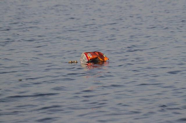 pollution-déchet-bouteille-plastique-océan-mer